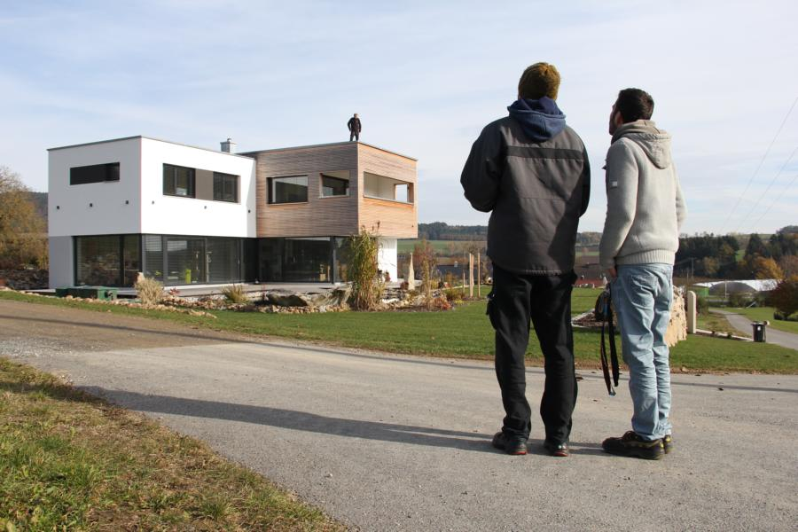 Filmemacher David Ferstl und Drohnenpilot Michael Kirschner während des Drehs